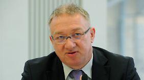 Prof. Dr. Gustav Horn ist wissenschaftlicher Direktor des Instituts für Makroökonomie und Konjunkturforschung der Hans-Böckler-Stiftung.