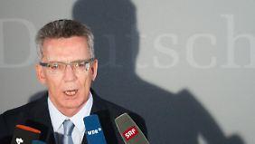 Umstrittener Hubschrauber-Deal: De Maizère gerät erneut in die Defensive
