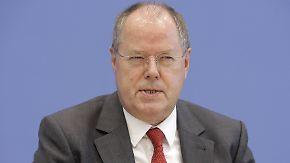 Den Umfragen zum Trotz: Peer Steinbrück hat was vor
