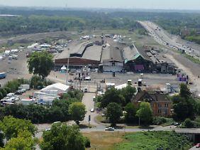 Loveparade 2010: Das Veranstaltungsgelände aus der Luft, Blickrichtung Süden.