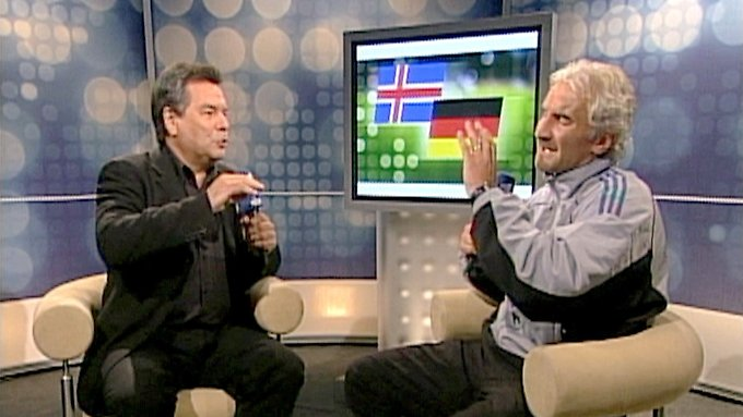 6. September 2003: Rudi Völler rastet aus - und Fußball-Deutschland ist live dabei.