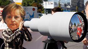 """""""Merkel"""" späht mit: Redner sehen auch die schwarz-gelbe Koalition in der Verantwortung."""