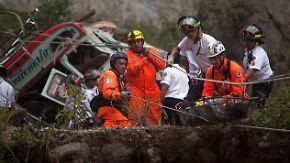 48 Tote in Guatemala: Bus stürzt 75 Meter tief in eine Schlucht