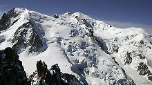 Bei schwachem Wind und starkem Niederschlag wächst der Gletscher auf dem Mont Blanc.