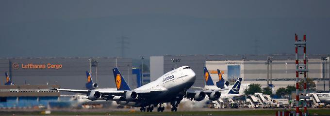 Kein guter Zeitpunkt zum Stühlerücken: In schwierigen Flugphasen bleiben Crew und Passagiere besser angeschnallt.