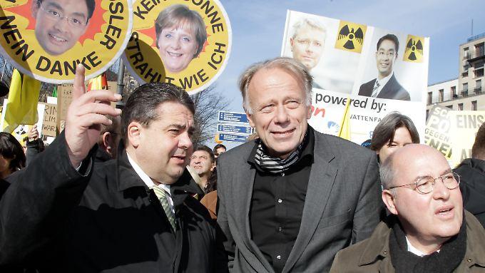 Wohin geht's? Künftig vielleicht gemeinsam in dieselbe Richtung? Sigmar Gabriel mit Jürgen Trittin und Gregor Gysi.