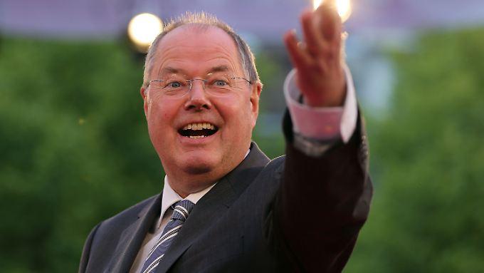 Es ist ein hartes Rennen für Peer Steinbrück - aber er kann es schaffen, sagen zwei, die schon mal Kanzler waren.