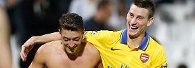 Schalke-Gegner Chelsea blamiert sich: Özil siegt mit Arsenal, Messi brilliert