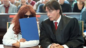 Das Gericht verurteilte die ehemalige Lehrerin zu fünf Jahren und sechs Monaten Haft. Dagegen geht die 48-Jährige jetzt in Revision.