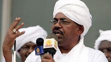 Sudans Präsident al-Baschir droht im Falle einer Einreise in die USA die Auslieferung an den Internationalen Strafgerichtshof.
