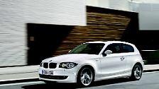 Vom dritten, auf den zweiten Platz hat sich der BMW 1er geschoben.  Erstaunlich, denn der 1er ist relativ klein und ziemlich teuer, selbst noch als Gebrauchter. In Sachen Alltagstauglichkeit kann er mit VW und Co. deshalb kaum mithalten.
