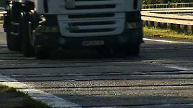 Flickenteppich dank Schlaglöchern: Autobahnen bröckeln unter Last weg