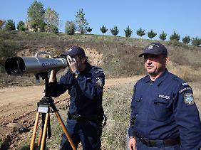 Sie kümmern sich für Europa um Flüchtlinge: Frontex-Polizisten an der griechisch-türkischen Grenze.