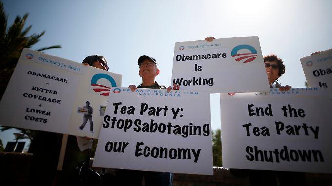Protest gegen die Tea Party, deren Hardliner die Blockade herbeigeführt haben: Sie wollen die Gesundheitsreform stoppen.