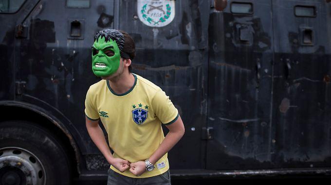 Der diesjährige Confed-Cup in Brasilien wurde von heftigen Protesten gegen Korruption und soziale Missstände begleitet. Fußballerische Schönheit und gesellschaftlicher Abgrund lagen - und liegen - nah beieinander.