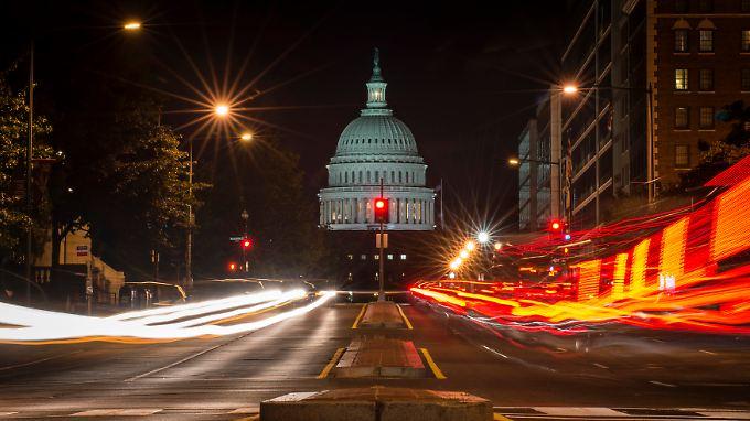 """""""Moment der Geschichte""""? Der heutige Abend könnte ein solcher werden, denn im US-Haushalts- und Schuldenstreit zeigen sich erste Hoffnungsschimmer."""