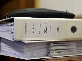 """Schickedanz gegen """"Esch u.a."""": Der Prozess läuft."""
