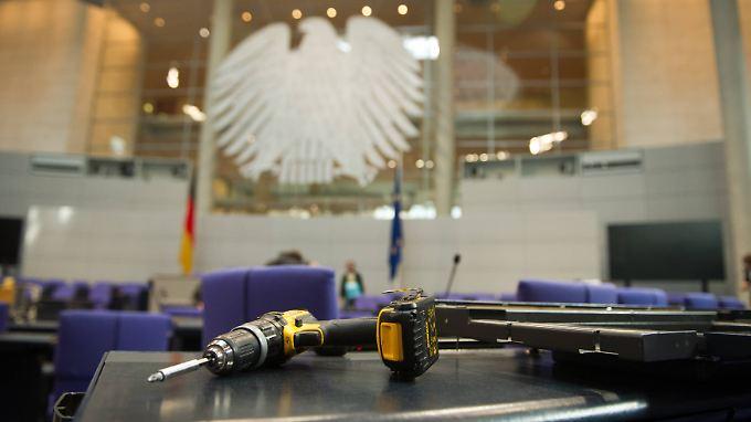 Die Umbauarbeiten sind abgeschlossen - dem neuen Bundestag gehören nur noch vier Fraktionen an.