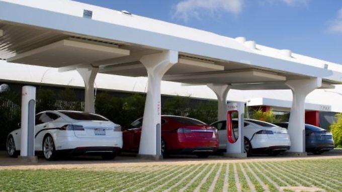 Flächendeckendes Netz: Tesla baut Gratis-Schnell-Ladestationen in Deutschland