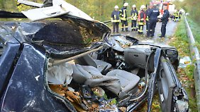 In diesem Fahrzeug starben zwei Personen. Zwei weitere wurden verletzt.