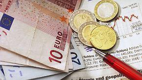 Zu teuer, zu unrentabel, zu unflexibel oder zu riskant? Verbraucherschützer kritisieren die Beratung der Geldinstitute.