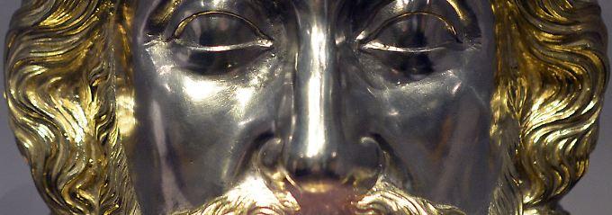 Geformt aus Gold und Silber: Die Karlsbüste aus der Aachener Domschatzkammer.