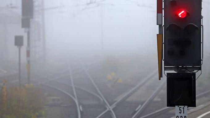 Wegen eines Oberleitungsschadens ist die Bahnstrecke zwischen Kassel und Göttingen komplett gesperrt (Symbolbild).
