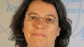 """Xanthe Hall ist Abrüstungsreferentin der IPPNW (Internationale Ärzte für die Verhütung des Atomkrieges) und Sprecherin der Kampagne """"atomwaffenfrei.jetzt""""."""