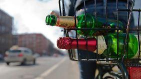 Die Promillegrenze für Radfahrer wird vorerst nicht herabgesetzt - aber auch schon jetzt können sich betrunkene Radler mit weit weniger als 1,6Promille im Blut eine Strafanzeige einhandeln.