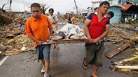 """""""Super-Taifun"""" zieht weiter: """"Haiyan"""" hinterlässt auf den Philippinen Tod und Trümmer"""