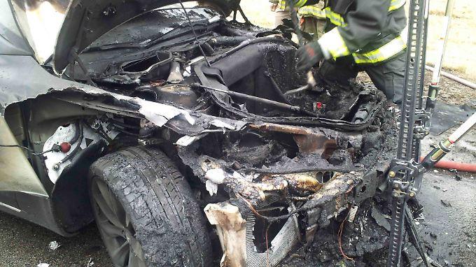 Zum Glück wurde bei den Bränden in drei verschiedenen Elektroautos der Firmal Tesla niemand verletzt.