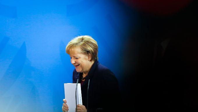 Angela Merkel - ob sie wirklich die 503 Seiten des Herbstgutachtens der Wirtschaftsweisen liest?