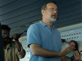 Tom Hanks sieht dem echten Richard Phillips im Film nicht unähnlich.