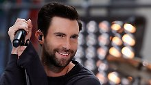 Das Lächeln ist hinreißend, die Augen strahlen: Adam Levine hat den Titel wirklich verdient.