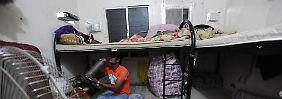 Wie Arbeiter im Fußball-WM-Land Katar leiden: Kein Lohn, kein Essen, kein Entkommen