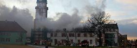 Großbrand richtet Millionenschaden an: Flammen lodern im Schloss Ehrenstein