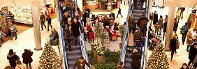 Nach dem Fest ist Umtausch-Zeit in den Kaufhäusern: Wer sein Präsent zurückgeben will, muss auf die Kulanz des Händlers hoffen.