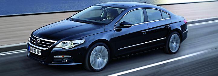 Der VW Passat ist in Deutschland der Dienstwagen per se. Wer einen fahren will, ohne wie ein Außendienstler zu wirken, kann seit 2008 die mit Coupé-Stilmitteln veredelte CC-Version wählen. Die leidet zwar unter einigen Verarbeitungsmängeln, schneidet beim TÜV allerdings besser ab als die normale Limousine und der Kombi. Deshalb mit einer durchschnittlichen Laufleistung von 73.000 Kilometern Platz fünf bei den Vier- bis Fünfjährigen.