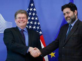 """Der eine ist zuständig für """"Nachbarstaaten, USA und Kanada"""", der andere für """"Europa und den Mittleren Osten"""": Dan Mullaney (l.) vertritt die USA, Ignacio Garcia-Bercero spricht für Europa."""