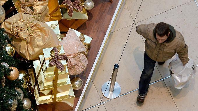 Schmuck, Wein und Spielwaren: Käufer machen Händler am dritten Advent glücklich