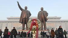Massenaufmärsche und Loyalitätsbekundungen: Nordkorea feiert Kim Jong-Il