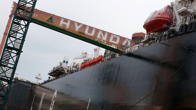 """""""Präventiv"""": Hyundai-Gruppe beschafft sich frisches Kapital durch Verkäufe. Das Geld wird benötigt, weil die Schifffahrtsbranche nach wie vor weltweit in der Krise steckt."""
