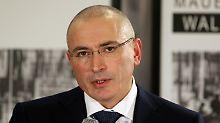 Rummel bei Pressekonferenz in Berlin: Chodorkowski wägt jedes Wort ab