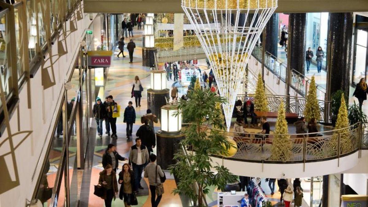 Umfrage zu Weihnachten: Deutsche schenken eher unkreativ - n-tv.de