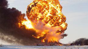 US-Gemeinde wird evakuiert: Waggons mit Rohöl explodieren nach Zugzusammenstoß