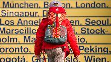 ... mit dem ein Händler ernsthaft einen Rucksack anpries. In englischsprachigen Ländern ...
