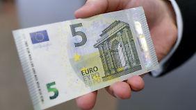 Der Fünf-Euro-Schein wurde bereits erneuert und verbessert.