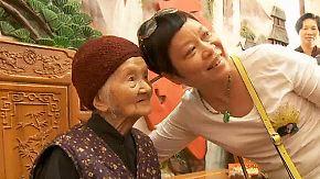 Skurriles Reiseziel in China: Oma und Opa werden zur Touristenattraktion
