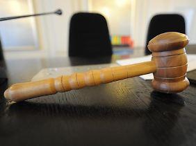 Das Arbeitsgericht Berlin befand: Arbeitnehmer können die vollständige Löschung einer Abmahnung verlangen - auch wenn die Vorwürfe nur teilweise falsch sind.