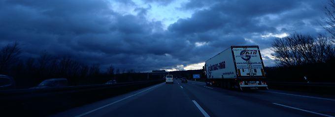 Neue Bedrohung im Güterverkehr: Wenn es Nacht wird auf Deutschlands Autobahnen, schlagen die Gangster zu.